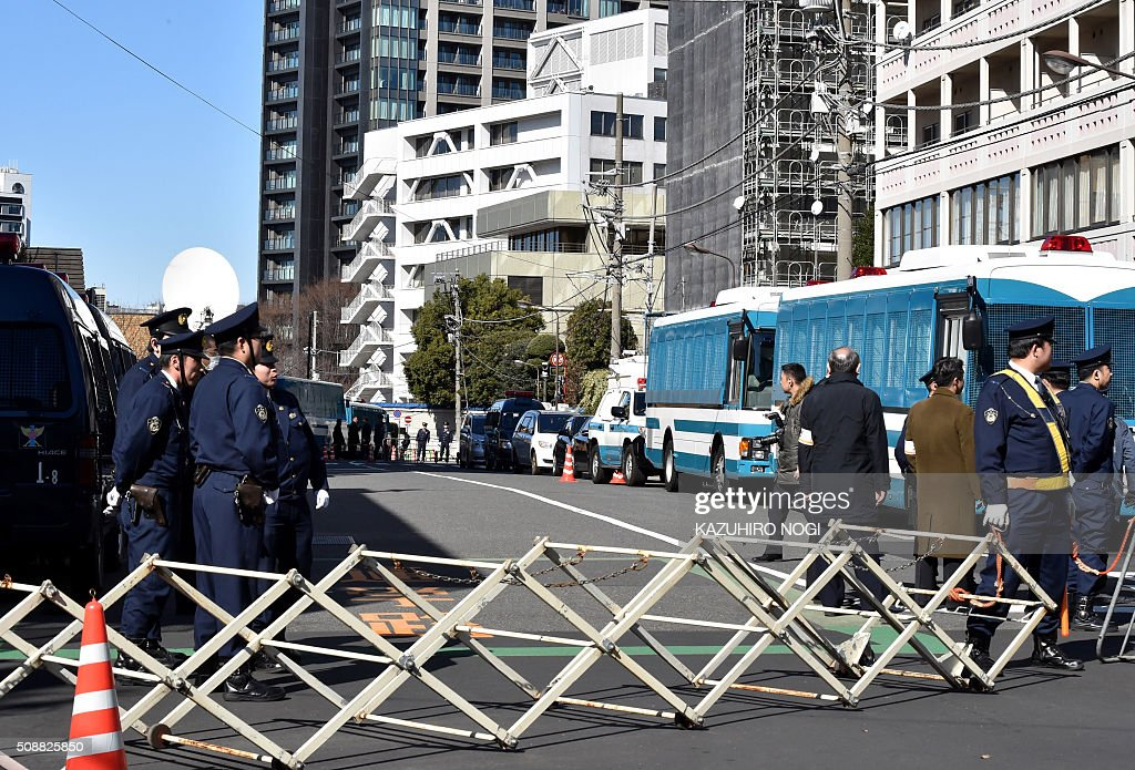 Policemen block a road to the headquarters of Chongryon, the General Association of Korean Residents in Japan, in Tokyo on February 7, 2016. North Korea launched a long-range rocket on February 7, violating UN resolutions and doubling down against an international community already determined to punish Pyongyang for a nuclear test last month. AFP PHOTO / KAZUHIRO NOGI / AFP / KAZUHIRO NOGI