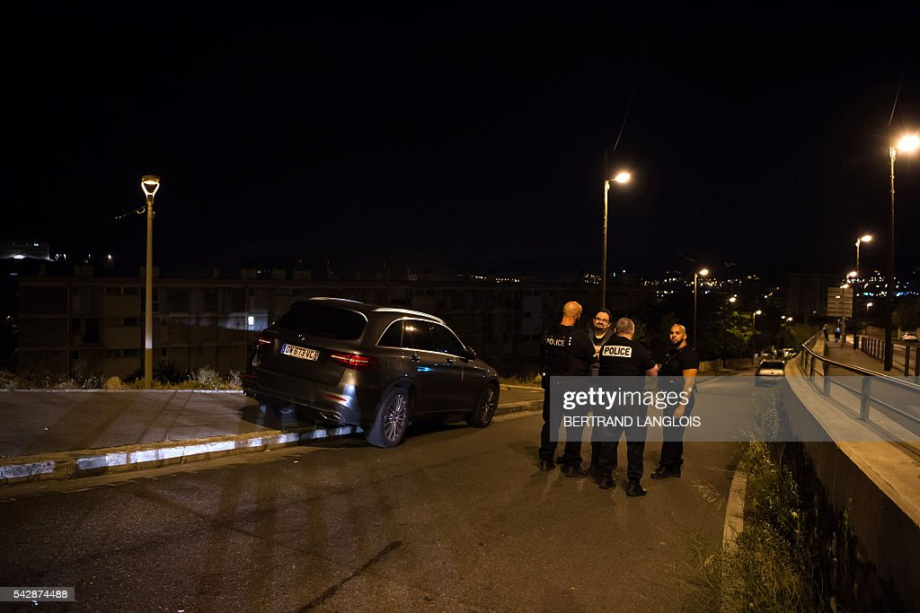 Policemen block access as forensic police officers investigate the crime scene after two men were shot dead in a car on the A7 motorway in Marseille, southern France, early on June 25, 2016. / AFP / BERTRAND