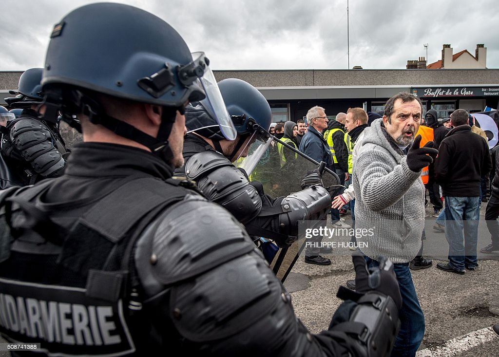 Policemen disperse supporters of the Pegida movement (Patriotic Europeans Against the Islamisation of the Occident) during a demonstration in Calais, northern France on February 6, 2016. Anti-migrant protesters in the French port city of Calais clashed with police as they defied a ban and rallied in support of a Europe-wide initiative by the Islamophobic Pegida movement. / AFP / PHILIPPE HUGUEN
