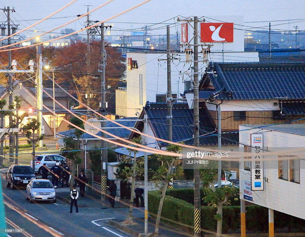 Policemen erect a cordon near a bank where a man was holding hostages in Toyokawa city in Aichi prefecture, central Japan on November 22, 2012. A knifeman was holding hostages at a Japanese bank on November 22, police said, with local media reporting he was demanding Prime Minister Yoshihiko Noda's cabinet resign.