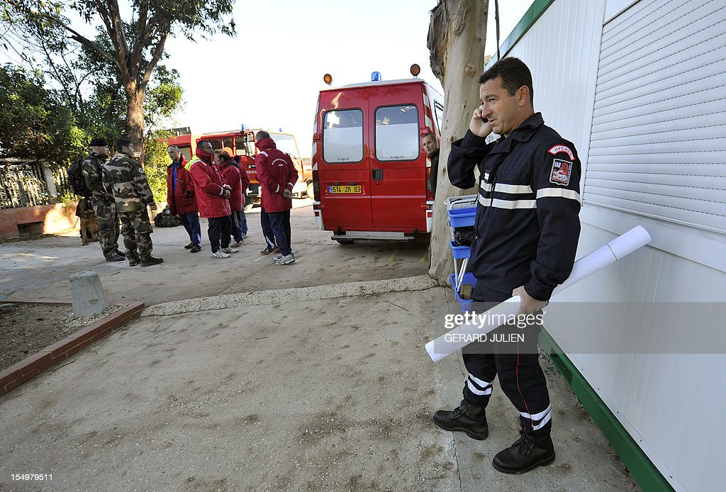 Policemen, firemen and gendarmes, prepare on October 29, 2012 to search for a 12-year-old British boy, who disappeared on October 27, on Porquerolles island, southeastern France. Sixty soldiers and three civil security dog-handlers from Brignoles are paricipating in the search. AFP PHOTO GERARD JULIEN