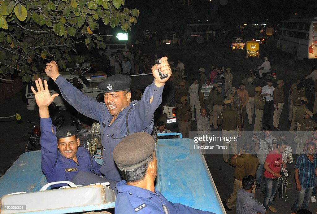 Policemen protest the action taken against senior police officials after recent clashes with lawyers on March 8, 2013 in Jaipur, India. Rajasthan High Court has directed the government not to give any posting to Jaipur Police Commissioner BL Soni and 8 other Police officer until judicial probe by a sitting judge into police actions on lawyers protesting in the capital for past two days.
