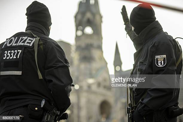 TOPSHOT Policemen stand guard on December 21 2016 near the KaiserWilhelmGedaechtniskirche in Berlin close to the site where a truck crashed into a...