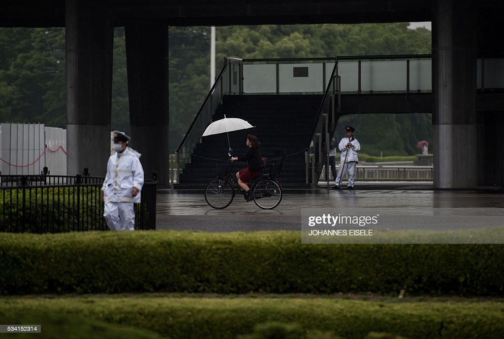 Policemen stand in front of the Hiroshima Peace Memorial park in Naka Ward, Hiroshima Prefecture on May 25, 2016. US President Barack Obama is set to become the first sitting US president to visit Hiroshima when he journeys on May 27 with Japanese Prime Minister Shinzo Abe, hallowed ground to Japanese but, for more than 70 years, a no-go zone for 11 of his Oval Office predecessors. / AFP / JOHANNES