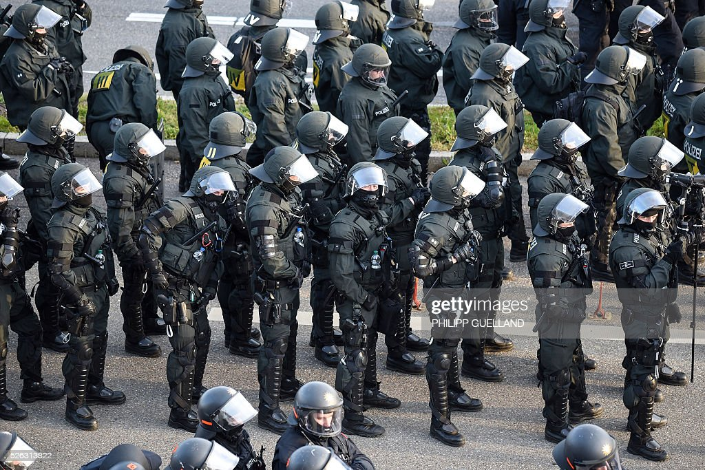 Policemen stand near the venue of a party congress of the German right wing party AfD (Alternative fuer Deutschland) at the Stuttgart Congress Centre ICS on April 30, 2016 in Stuttgart, southern Germany. Protesters tried to block the access to the party conference of the 'Alternative Fuer Deutschland' (Alternative for Germany) with around 400 being taken into custody. / AFP / Philipp GUELLAND