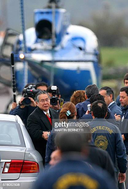 Policemen transfer former Peruvian president Alberto Fujimori to the international airport 22 September 2007 at the Hacienda Chicureo neighbourhood...