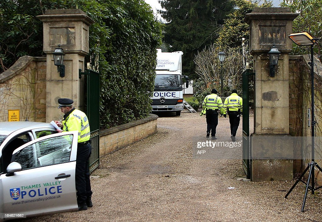 Policemen walk through the gates and up the path past a forensics van outside the house of Russian tycoon Boris Berezovsky in Sunningdale near Ascot in Berkshire, southwest of London, on March 25, 2013. A post-mortem on the body of Russian oligarch and Kremlin critic Boris Berezovsky was to be carried out on March 25, British police said. Police say there is no indication that anyone else was involved in his death of the 67-year-old, whose body was found at his mansion in Ascot, west of London on March 23. AFP PHOTO / BEN STANSALL