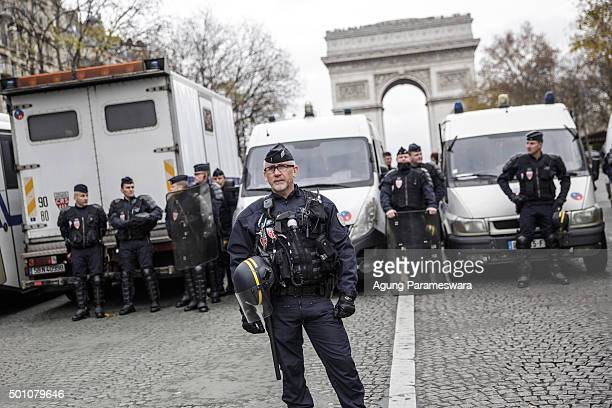 Polices stand guard a demonstration at the Avenue de la Grande Armee boulevard on December 12 2015 in Paris France The final draft of a 195nation...