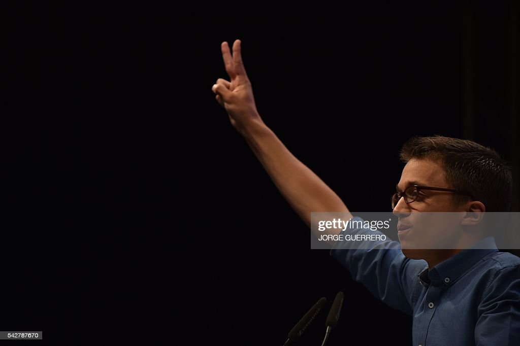 Policy secretary of left-wing party Podemos Inigo Errejon flashes the Victory sign during the partys final campaign meeting in Madrid on June 24, 2016 ahead of the June 26 general election. Spain votes again on June 26, six months after an inconclusive election which saw parties unable to agree on a coalition government. / AFP / JORGE