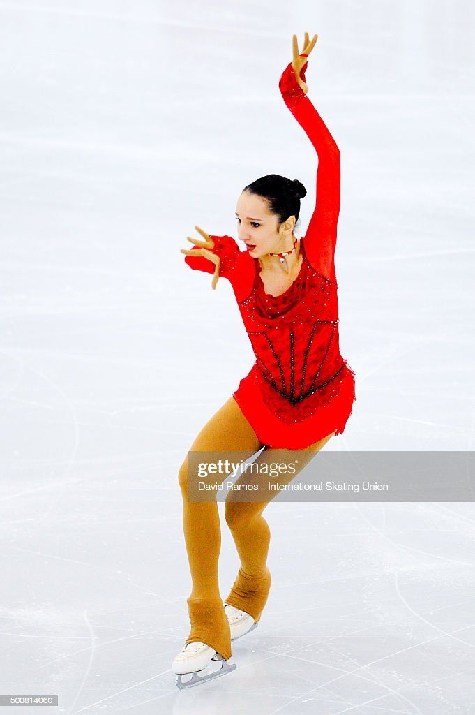 Полина Цурская - Страница 2 Polina-tsurskaya-of-russia-performs-during-the-junior-ladies-short-picture-id500814060