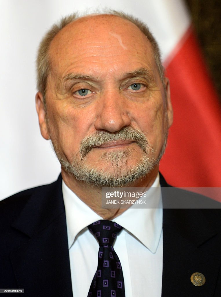 Polish Defence Minister Anoni Macierewicz attends a meeting with NATO Secretary General (not in a picture) on May 31, 2016 in Warsaw. / AFP / JANEK