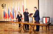 Polish Deputy Prime Minister Waldemar Pawlak and Russia's Deputy Prime Minister Igor Sechin attend a document signing ceremony in Warsaw on October...