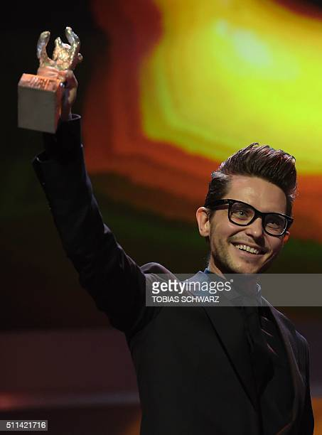 Polish director Tomasz Wasilewski poses with Silver Bear for best script for his movie 'United States of Love / Zjednoczone Stany milosci' during the...