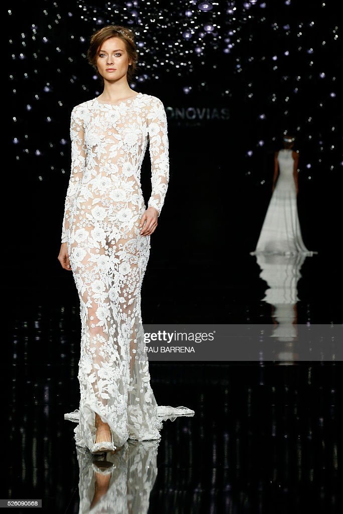 Polish model Jac Jagaciak presents a creation of the Pronovias 2016 collection during the press preview on the last day of the Barcelona Bridal Week in Barcelona, on April 29, 2016. / AFP / PAU