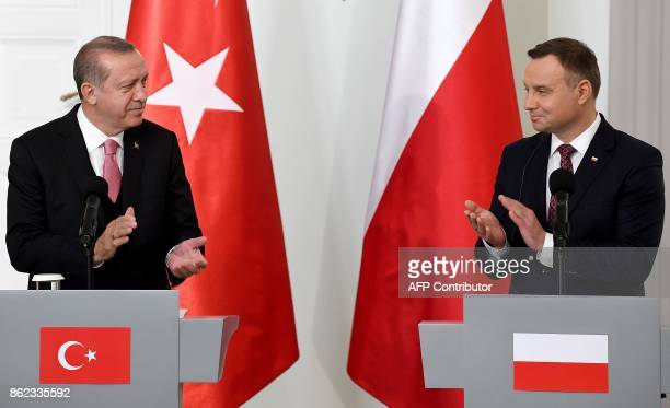 Polish President Andrzej Duda and Turkish President Recep Tayyip Erdogan applaud during a press conference on October 17 2017 at the presidential...