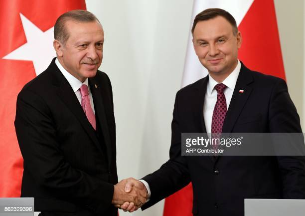 Polish President Andrzej Duda shakes hands with Turkish President Recep Tayyip Erdogan following a meeting on October 17 2017 at the presidential...