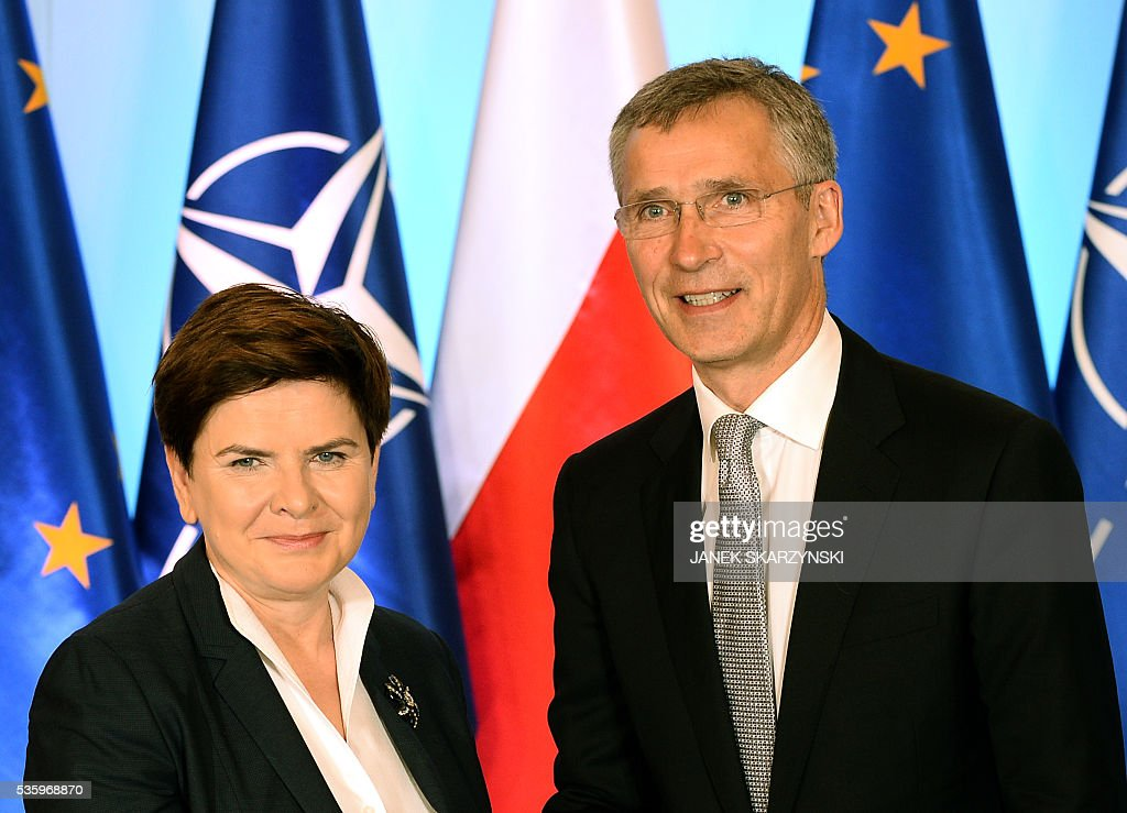 Polish Prime Minister Beata Szydlo (L) poses with NATO Secretary General Jens Stoltenberg during their meeting on May 31, 2016 in Warsaw. In a few weeks Poland will hosts a NATO summit. / AFP / JANEK