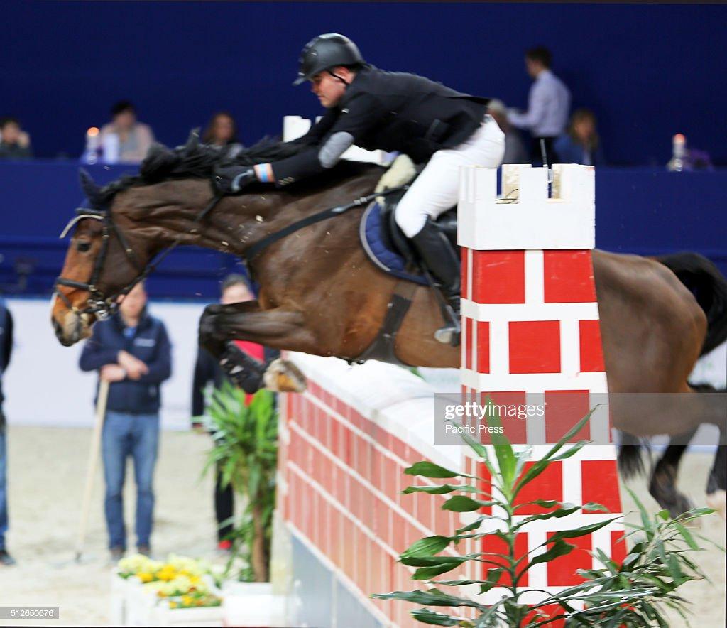 Polish rider mateusz kiempa and his horse jalandahar for Show pool horse racing