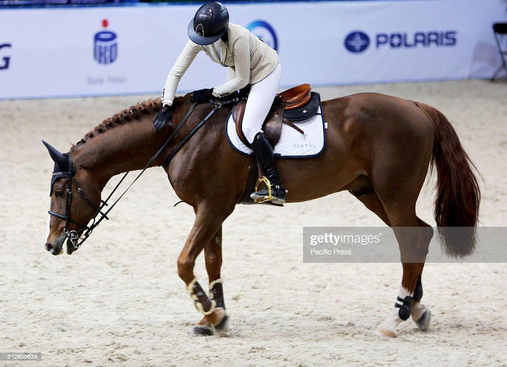 Polish rider paulina koza pats her horse cartograns kiss for Show pool horse racing
