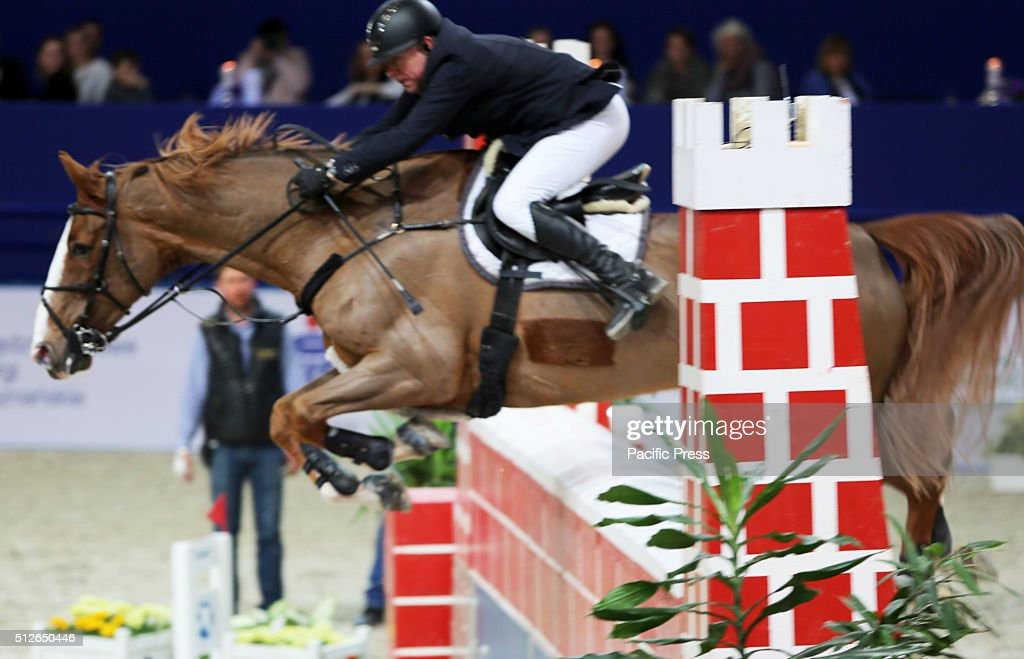 Polish rider pawe jurkowski and his horse for me 18 jump for Show pool horse racing