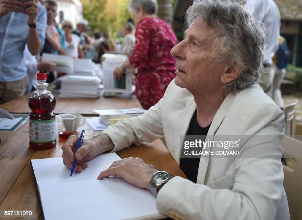 PolishFrench director Roman Polanski signs an autograph during the 21th book fair La Foret Des Livres on August 28 2016 in ChanceauxprèsLoches...