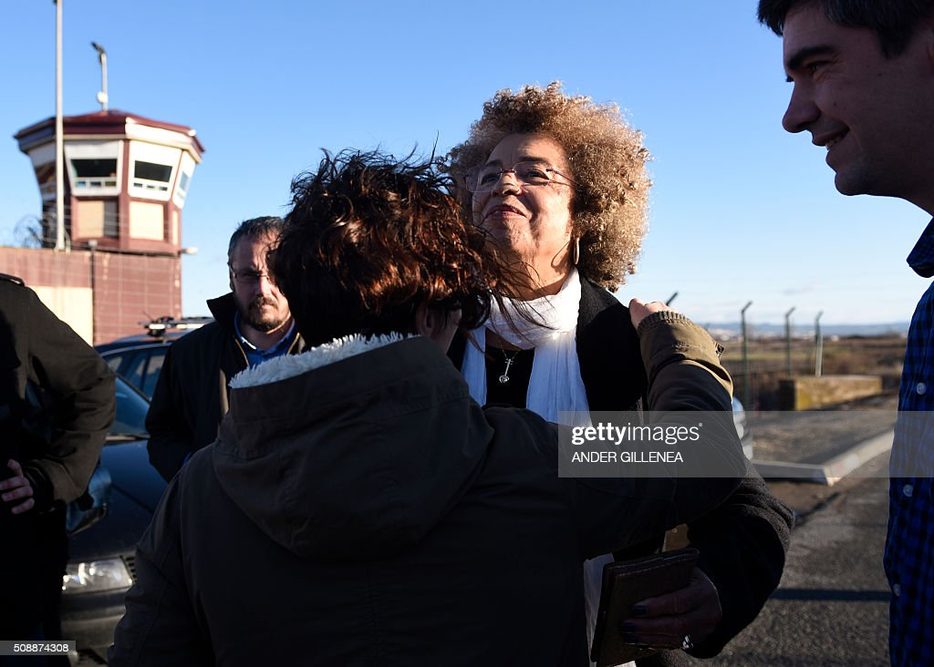US political activist Angela Yvonne Davis (C) is received by SORTU Basque political party representatives outside the 'Centro Penitenciario de Logrono' prison, prior to vainly attempting to visit the imprisoned leader of the Basque Patriotic Left movement Arnaldo Otegi on February 7, 2016 in the northern Spanish city of Logrono. Although Angela Davis had received the permission to visit Otegi, the prison of Logrono finally denied it. Arnaldo Otegi is imprisoned since 2009 and will be released on March 1, 2016. AFP PHOTO / ANDER GILLENEA / AFP / ANDER GILLENEA