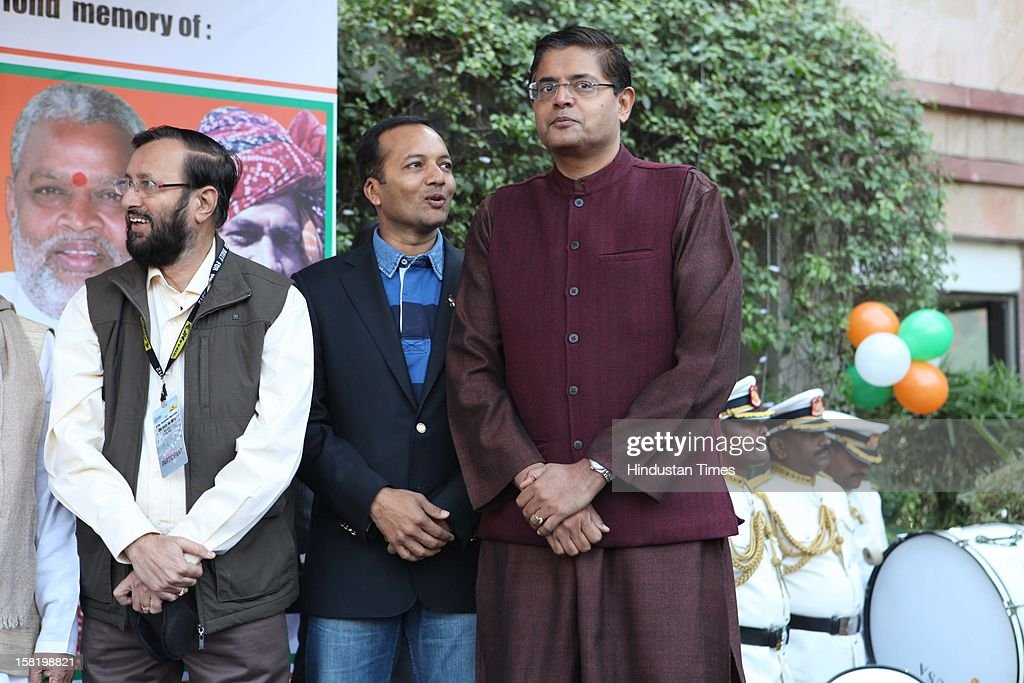 Politicians Prakash Javdekar, Navin Jindal and Jay Panda during Vinatage car rally organised by the JK Tyre and Constitution Club of India on December 8, 2012 in New Delhi, India.