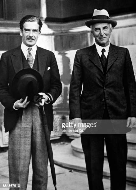 Politiker Außenminister Premierminister des Vereinigten Königreichs Portrait mit John Allsebrook Simon Robert Sennecke Originalaufnahme im Archiv von...