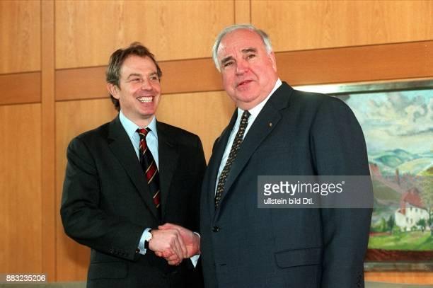 Politiker D CDU Bundeskanzler seit 1982 Händedruck mit dem britischen Premierminister Tony Blair