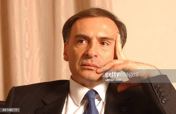 Afghanistan <b>Jean Arnault</b> - Illustrations et images - politiker-diplomat-frankreichsonderbeauftragter-der-uno-fuer-picture-id541462721?s=594x594