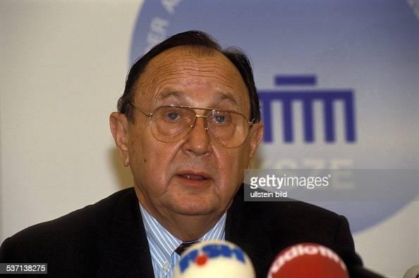 Politiker FDP D Pressekonferenz des Außenminister während der KSZETagung in Berlin 00061991
