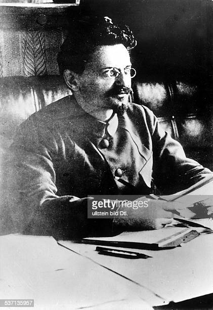 1879 1940 Politiker Revolutionär UdSSR Volkskommissar des Äußeren Organisator der Roten Armee Aufnahme um 1920
