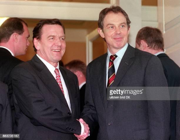 Politiker SPD D Ministerpräsident von Niedersachsen Händedruck mit dem britischen Premierminister Tony Blair