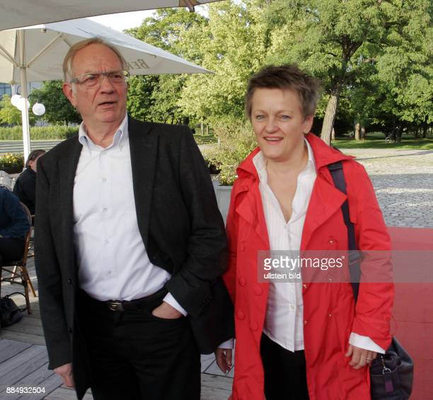 Politikerin Renate Künast und ihr Ehemann Rüdiger Portius anlässlich der Geburtstagsparty '20 Jahre Bar jeder Vernunft 10 Jahre Tipi' im Tipi in...