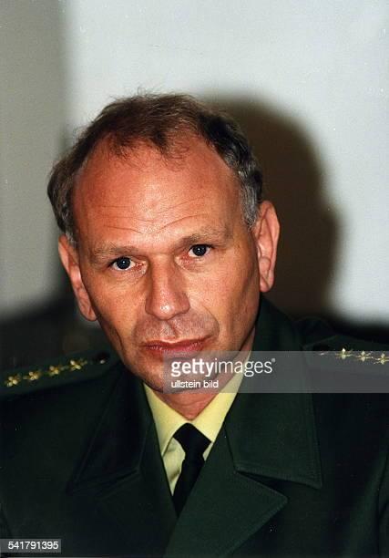 Polizist D Leiter der Polizeidirektion 5 indes Bereich das sogenannte 'BerlinerModell' erprobt wird Porträt 1999