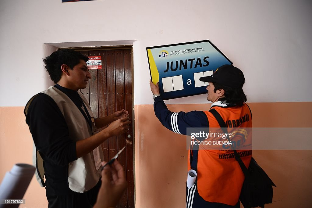 Polling station coordinators prepare the necessary material for Sunday's general elections, on February 16, 2013 in Quito. Tomorrow 11,7 million Ecuadoreans will elect their president and 142 lawmakers. AFP PHOTO/RODRIGO BUENDIA
