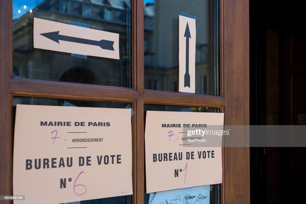 Bureau De Vote Stock Photos and Pictures Getty Images