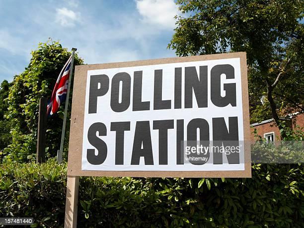 UK polling station Schild mit Union Jack