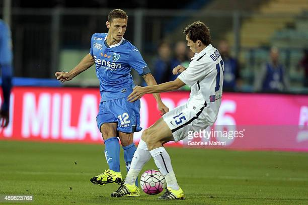 Pompeu Ronaldo of Empoli FC battles for the ball with Marten De Roon of AC Atalanta BC during the Serie A match between Empoli FC and Atalanta BC at...