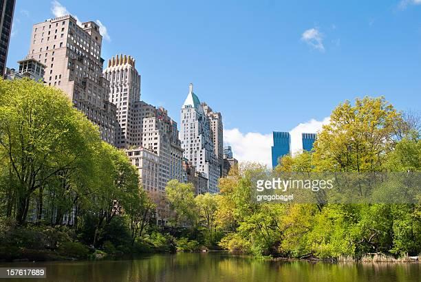 Étang du parc Central et les gratte-ciel en toile de fond