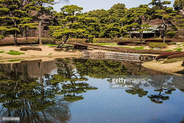 Pond Garden at Imperial Palace East Gardens made up of the Honmaru and Ninomaru areas of Edo Castle None of the Edo Castle buildings remain today...