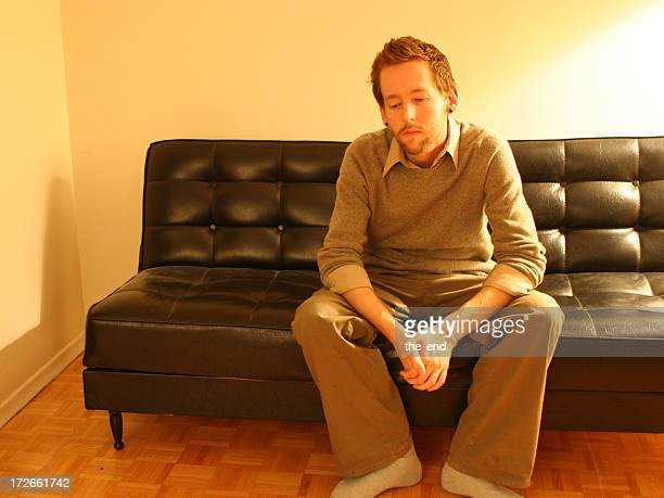 Pondering auf couch