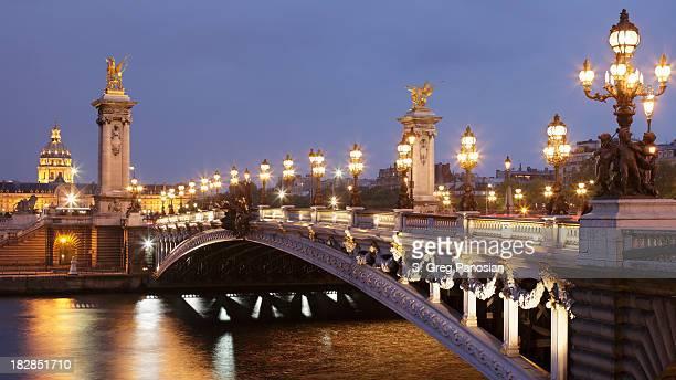 Pont Alexandre III et Les Invalides, de nuit