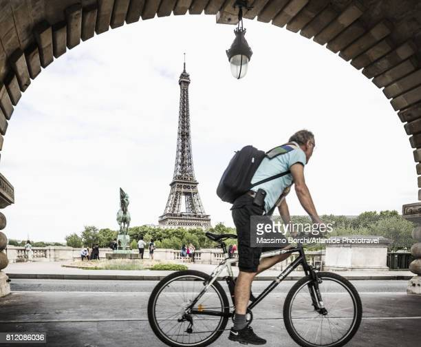 Pont de Bir-Hakeim (formerly the pont de Passy), man riding bicycle along the bicycle lane of the Viaduc de Passy