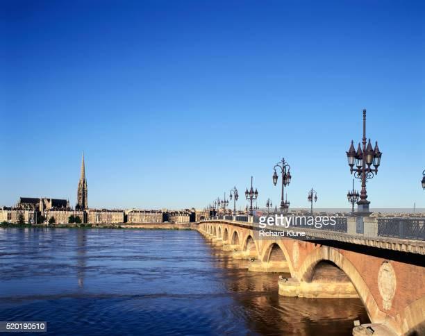 Pont de Pierre over River Garonne