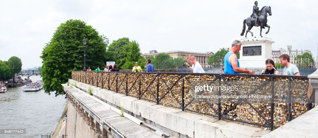 Pont Neuf (bridge), padlocks : Stock-Foto