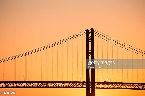 Ponte 25 de Abril bridge at sunset