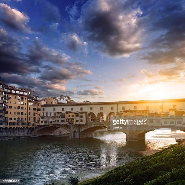 Ponte Vecchio e sul fiume Arno, Firenze, Toscana, Italia