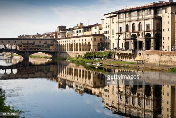 ベッキオ橋、ウフィッツィ美術館、フィレンツェ(イタリア)