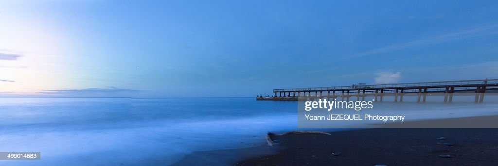 Pontoon on the beach : Photo